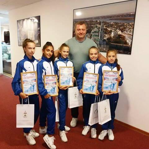 Наши девочки с губернатором. Команда Аксёновой Яны!!!